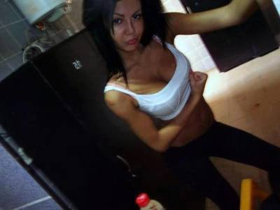 Oleta from Everett, Washington is looking for adult webcam chat