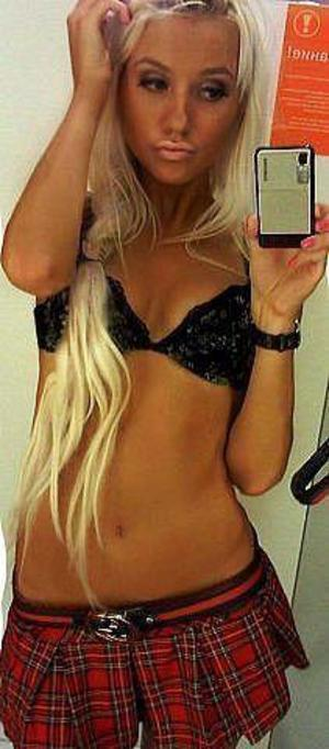 Eliana from Scotland, Indiana is looking for adult webcam chat