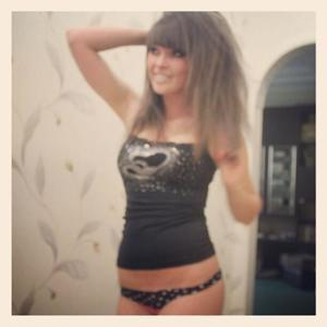 Latonia from Kansas is looking for adult webcam chat