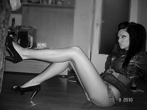 Alene from Kirkland, Washington is looking for adult webcam chat