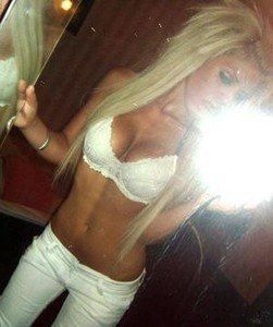 Evelynn from Juneau, Alaska is looking for adult webcam chat